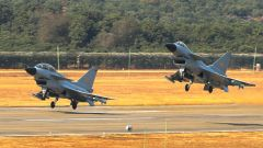 酷图丨南部战区空军航空兵某旅组织空战对抗训练