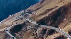 【军营大拜年】军营大拜年文艺轻骑队走上川藏公路 向沿线官兵拜年啦