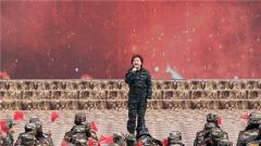 【军营大拜年】女歌手飒爽英姿 铿锵有力唱响 《铁一样的男儿》