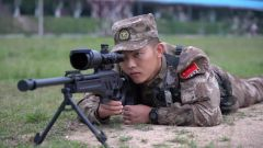 【直击演训场】狙击手强化训练 多课目锤炼实战能力