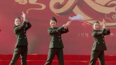 【军营大拜年】豪迈激情 潇洒女兵演绎军营青春