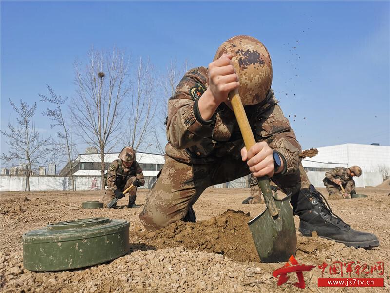 挖制地雷坑