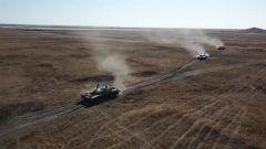 科尔沁草原 装甲战车多要素连贯考核