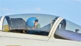 准备起飞的飞行员。