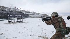 【直击演训场】冰天雪地 特战队员实弹射击