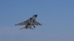 对抗空战 攻防互换 海军航空兵高难度飞行训练常态化
