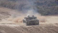 火力全开!直击坦克步战车跨昼夜实弹射击