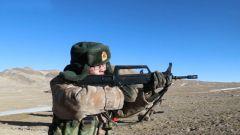 海拔5200米!新疆军区某旅组织轻武器实弹射击考核