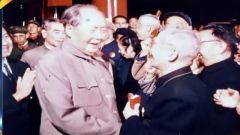 """接见""""东方红一号""""功臣 毛主席:航天人不要骄傲,要发射更多中国星"""