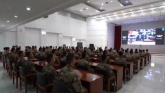 解放军和武警部队官兵认真收听收看第十三届全国人大四次会议盛况