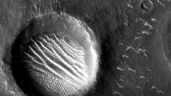 天问一号探测器拍摄高清火星影像发布
