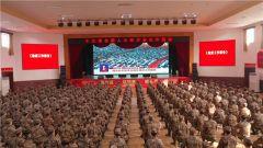 """解放军和武警部队官兵持续关注""""两会""""动态"""