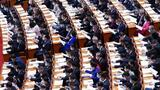 3月8日,十三届全国人大四次会议在北京人民大会堂举行第二次全体会议。这是代表们在认真听会。新华社记者 燕雁 摄