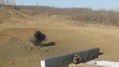 屏住呼吸!投!新兵完成第一次手榴弹实投