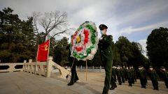 天津武警:缅怀革命先烈 祭扫烈士陵园