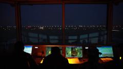 【直击演训场】海军航空大学:新飞行学员首次夜航单飞训练