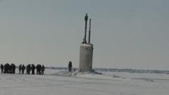 俄3艘潜艇北极地区破冰上浮 专家:释放了3种信号