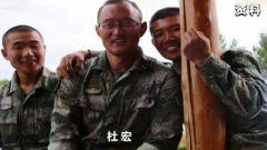 伊木河情怀:边防连官兵抬着老连长杜宏绕哨所走三圈