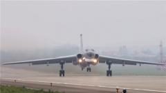 空军航空兵某团组织跨昼夜实弹突击训练