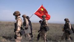 新疆塔城:军警联合执勤 确保边境安全稳定