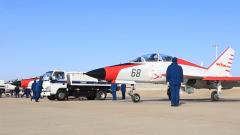 單飛!艦載機飛行學員完成首次陸基模擬著艦訓練