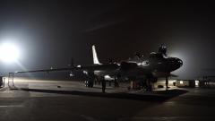 【直击演训场】东海海域 轰炸机挂载武器暗夜突袭