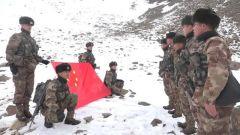 新闻特写:新战士踏雪巡逻帕米尔