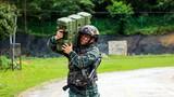 特战队员进行扛子弹箱体能训练