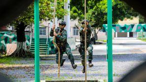 广西河池:武警特战队员多科目训练砺精兵