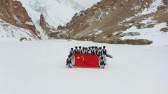 """【节日 我们在战位上】海拔5400米 边防战士征服""""好汉坡"""""""