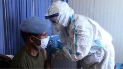 中国赴黎维和医疗分队为联黎部队官兵接种新冠疫苗