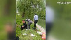 河南濮阳:钓鱼老人不慎落水 武警战士相救