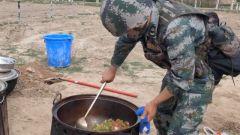 三尺灶台显身手 新疆军区某边防团开展炊事比武竞赛