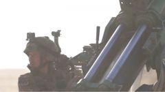 急促射威力有多大?3米高的射击靶被击平,800斤重钢板被击穿