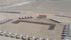 新型裝甲突擊車列裝高原駐訓部隊