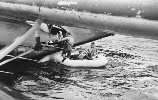 """美军pby""""卡塔琳娜""""水上飞机救援落水的飞行"""