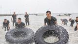 海水中进行极限体能训练
