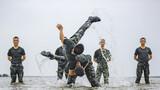 海水中进行搏击训练
