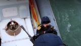 护航分队官兵组织临检拿捕训练