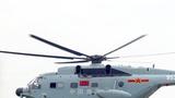 机降分队队员从直升机上滑降登陆