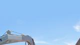 他们是勇猛无畏的水中蛟龙,出征就与险情相伴、与生死相系;他们是深海中的生命守护者,背负着希望劈波斩浪。迎着初春时节强劲的海风,南部战区海军某防救支队解缆鸣笛,奔赴南海某海域展开防险救援演练。图为吊放小艇部署操演。