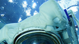航天员聂海胜在进行空间站任务模拟失重环境水下训练。孔方舟 摄