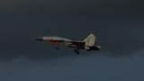 战机穿云破雾
