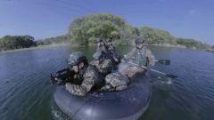 【直击演训场】协同配合 武警特战队员水陆两栖特种射击