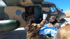 陆航直升机接力转运高原病患