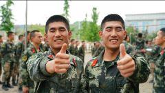 """当兵后,我和双胞胎弟弟爱""""较劲"""""""