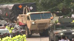 """韩国民众抗议运输装备进入""""萨德""""基地"""