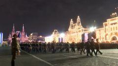 俄罗斯举行胜利日阅兵首次夜间彩排