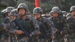 进攻作战中合成营步兵担负什么任务?