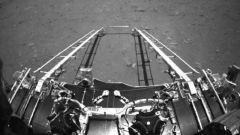 国家航天局发布祝融号火星车拍摄影像